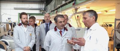 Näringsminister Ibrahim Baylan på besök i EEPABs produktionshall